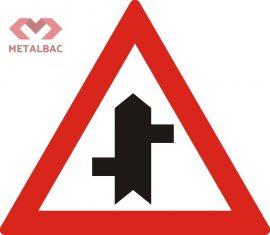 Intersecție cu drumuri fără prioritate, decalate, A36, A37