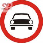Accesul interzis autovehiculelor cu exceptia motocicletelor fără ataș, C3