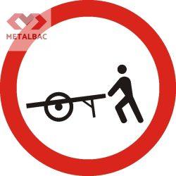 Accesul interzis vehiculelor împinse sau trase cu mâna, C12