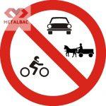 Accesul interzis autovehiculelor şi vehiculelor cu tracţiune animală, C15