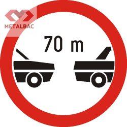 Interzis autovehiculelor de a circula fără a menţine între ele un interval de cel puţin ... m, C23