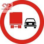 Depăşirea interzisă autovehiculelor destinate transportului de mărfuri, C28